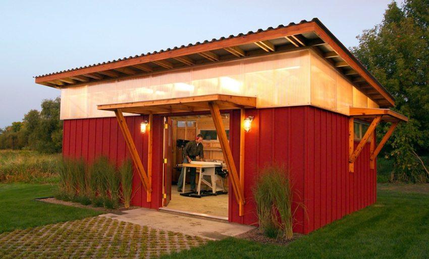 Временную дачную постройку позже можно использовать в качестве склада для инструментов и материалов