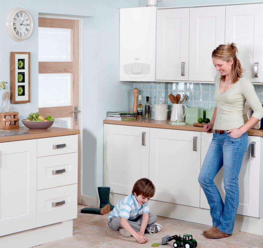 При использовании горячей воды в потребителе, контур отопления временно отключается
