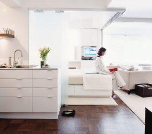 Зоны спальни и гостиной выделены с помощью ковровых покрытий