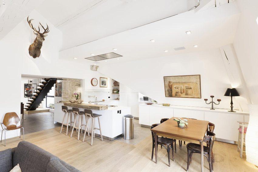 В оформлении гостиной, кухни и столовой использованы элементы скандинавского стиля