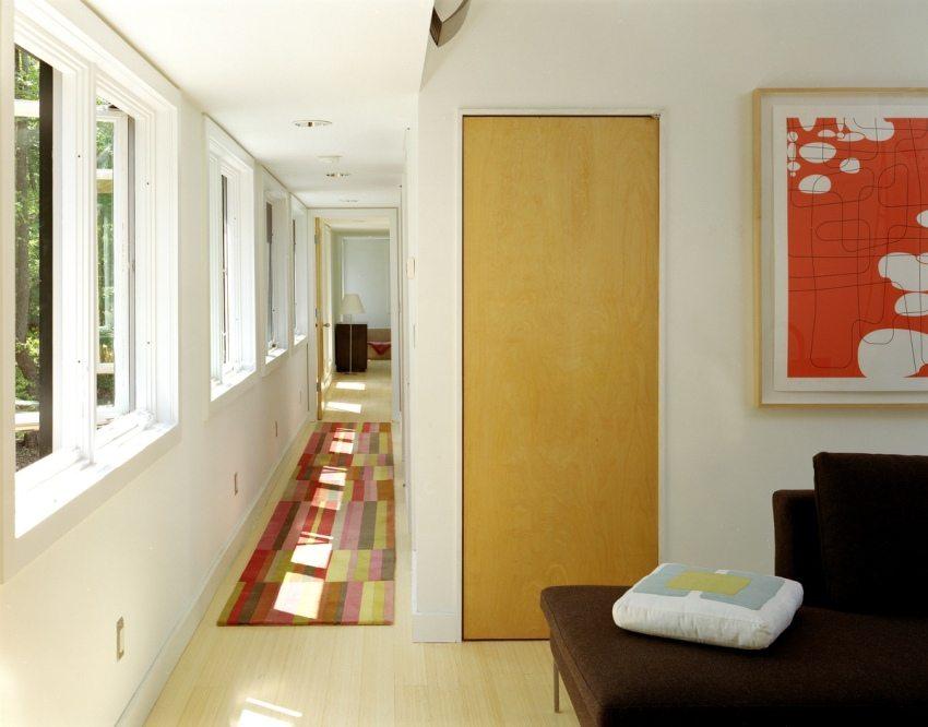 Естественное освещение в прихожей и коридоре