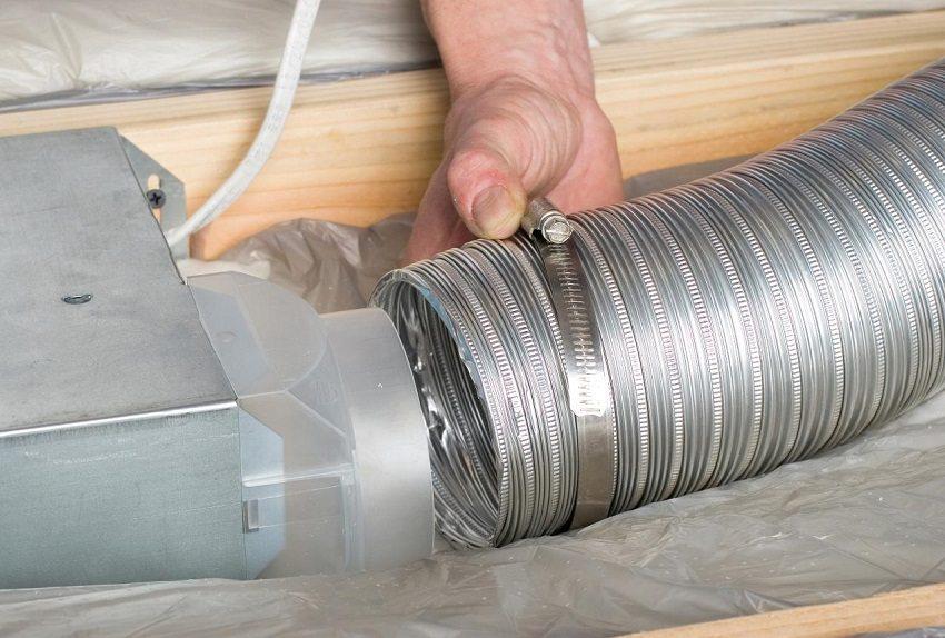 Соединения всех элементов системы вентиляции должны быть особо плотными, чтобы не разошлись под давлением воздуха