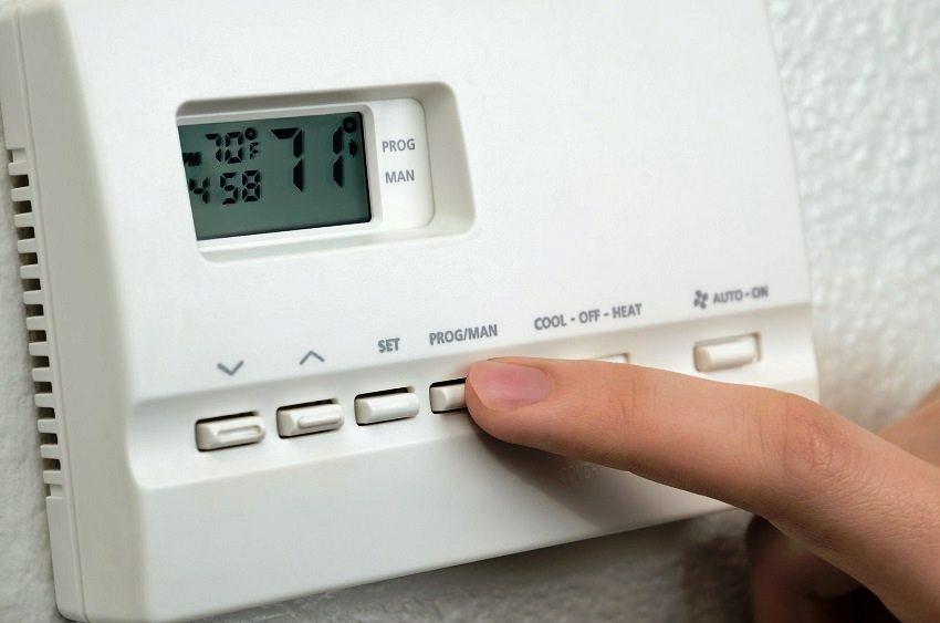 Воздушное отопление снабжено системой автоматики, которая сама регулирует подачу необходимого количества тепла