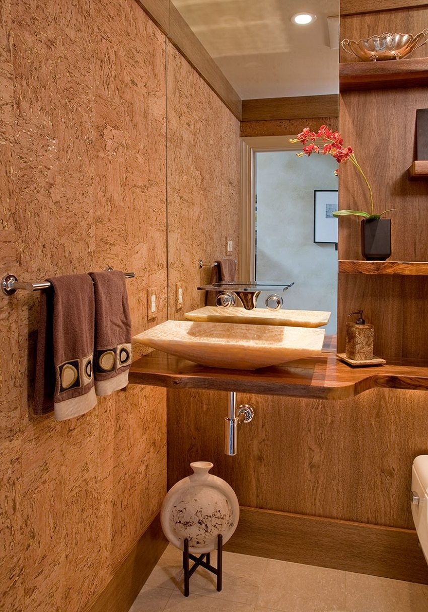 В помещениях с повышенной влажностью используют пробковые панели, пропитанные специальными водоотталкивающими смолами