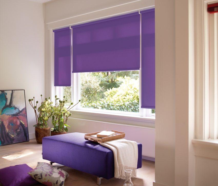 Рулонные тканевые шторы прекрасно защищают комнату от проникновения солнечных лучей
