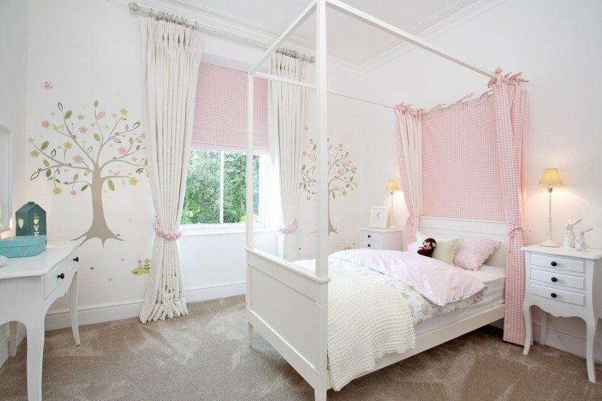Кассетная рулонная штора в детской комнате