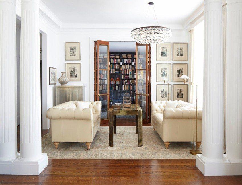 Межкомнатная дверь-книжка между гостиной и домашней библиотекой