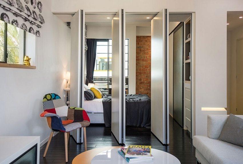 Складная дверь-книжка между гостиной и спальней