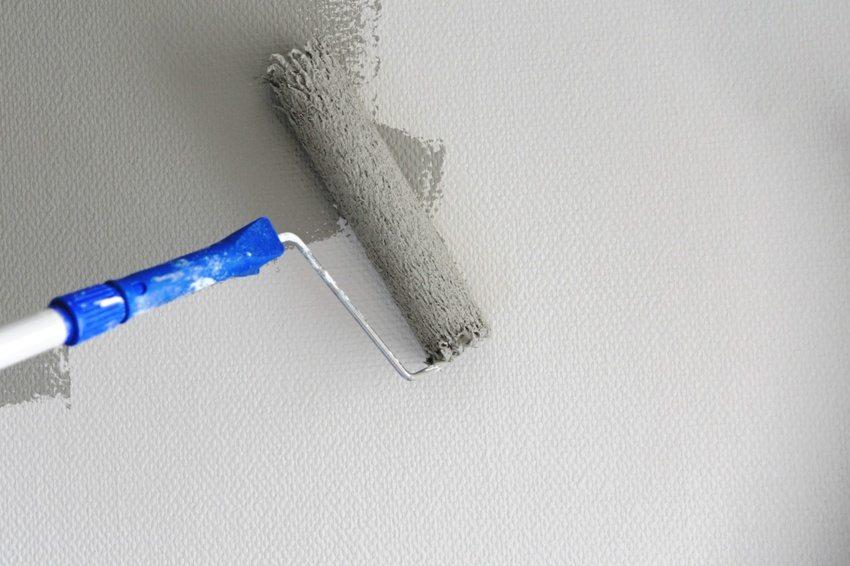 После поклейки на стены, стеклообои необходимо прогрунтовать специальным составом