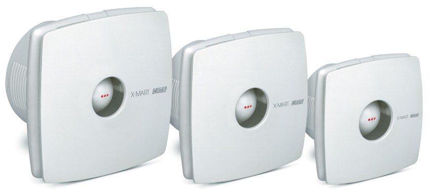 Мощность вентилятора подбирается в зависимости от объема помещения и от интенсивности посещения ванной