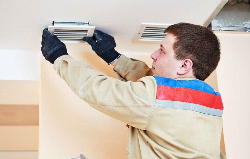 Установка вентиляционных решеток приточного и вытяжного каналов