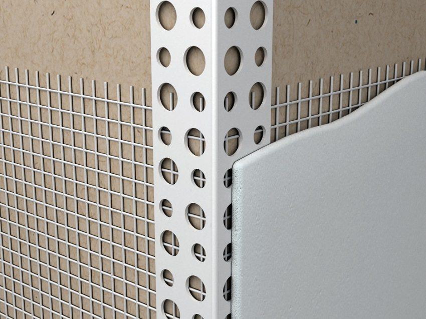 Закрепление фасадной сетки нужно начинать с участков, которые трудно обрабатывать: углов, оконных и дверных откосов