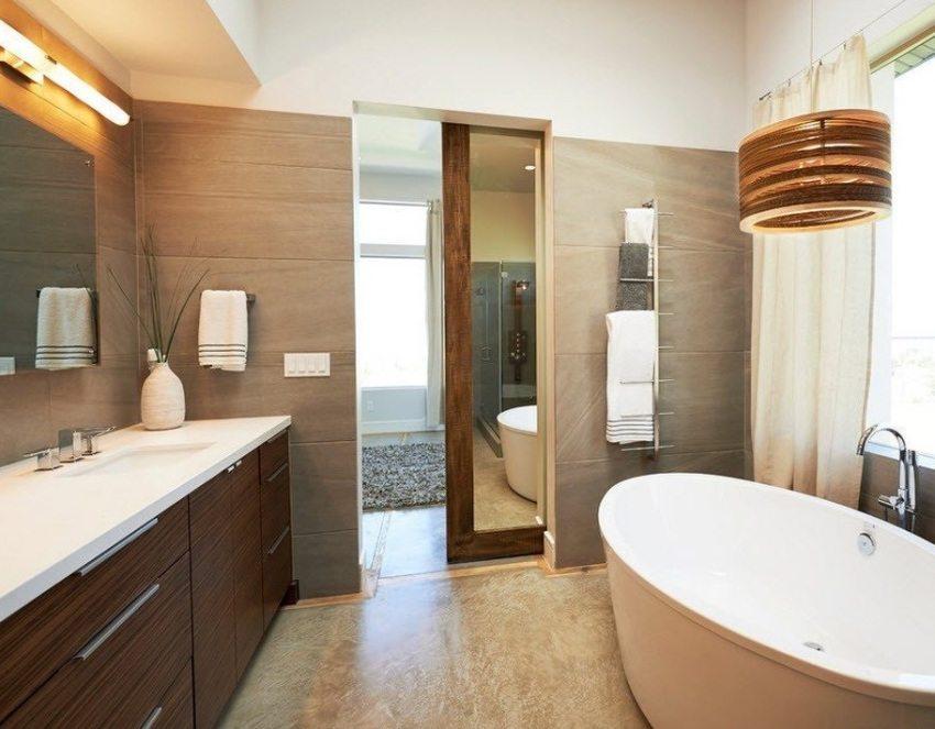 Дверь из ламинированной ДСП с зеркальной вставкой в ванной комнате