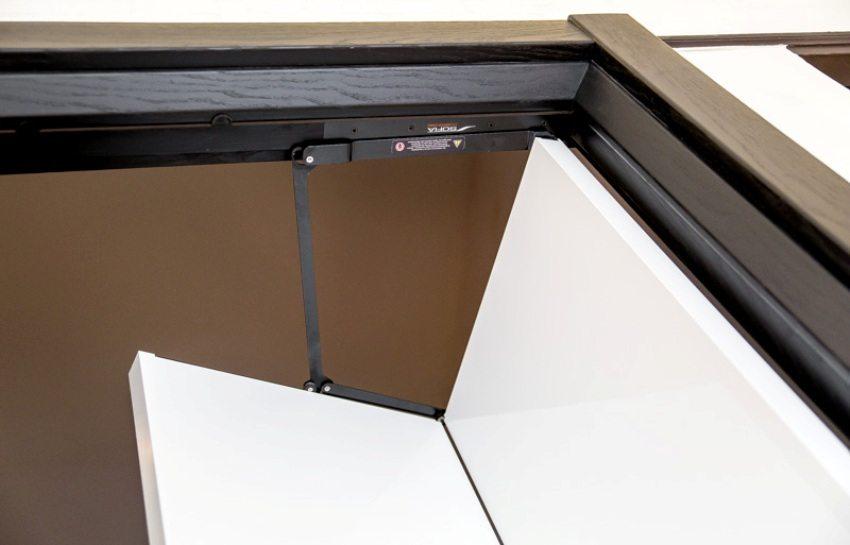 Верхний механизм складывания створок двери-гармошки