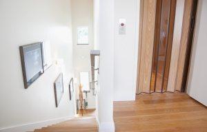 Пластиковая дверь-гармошка с полупрозрачными вставками