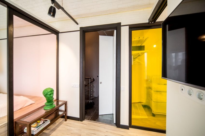 Складная межкомнатная дверь сэкономит место в помещении
