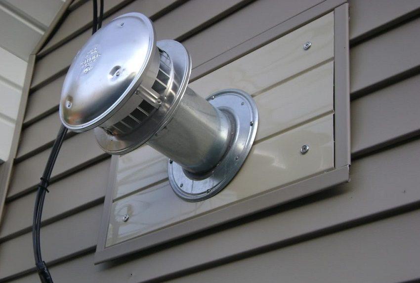 Демпфер для естественной вентиляции оборудован обратным клапаном, чтобы регулировать направление потока воздуха