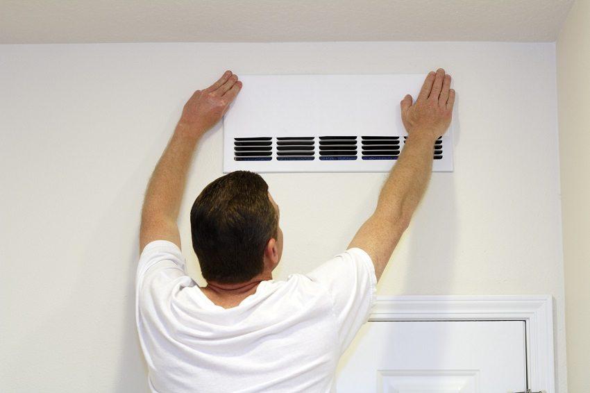 Для устройства естественной вентиляции канального типа необходимо сделать в стенах и перекрытиях систему воздуховодов
