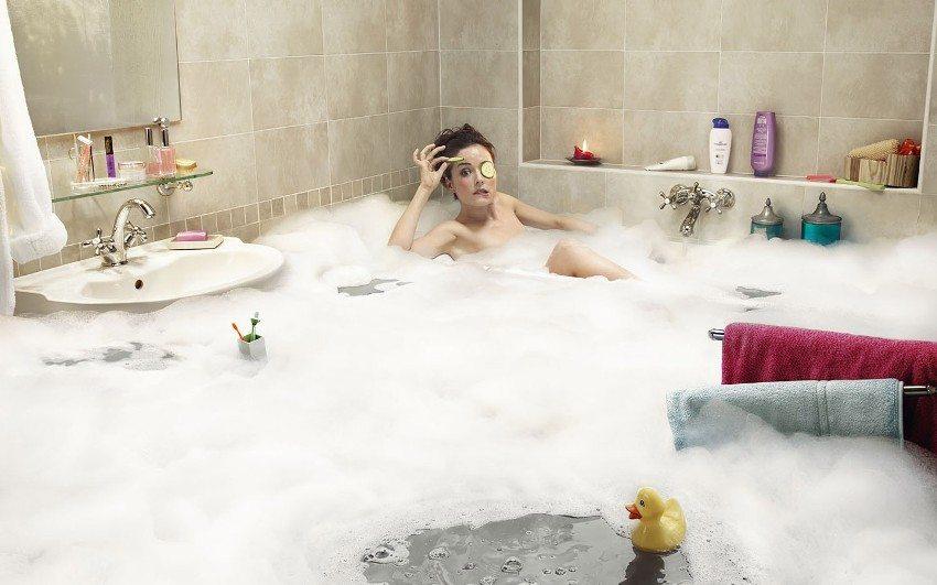 Влагоизоляция служит защитой бетонного основания ванной комнаты от воздействия сырости