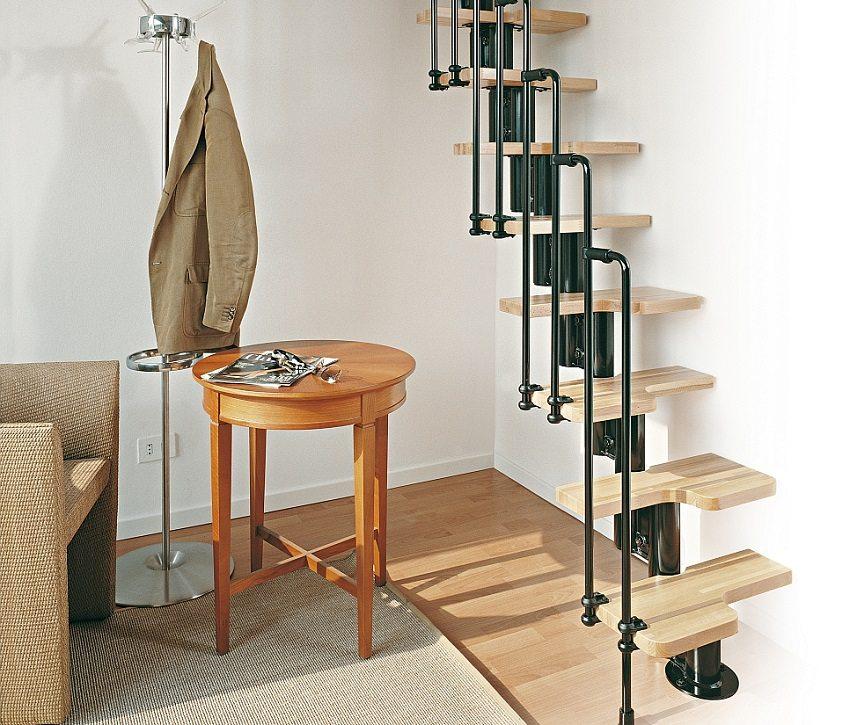 "Компактная лестница со ступенями ""гусиный шаг"""
