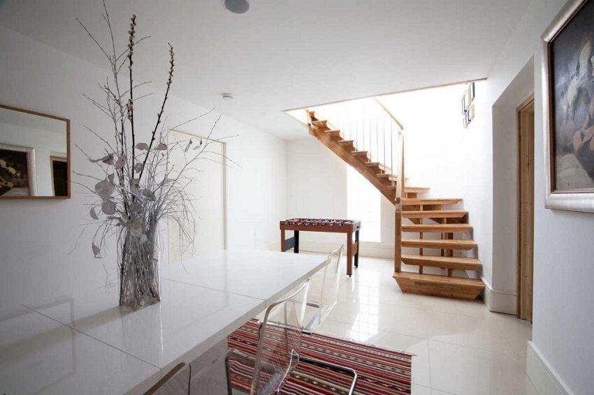 Маршевая Г-образная лестница с забежными ступенями