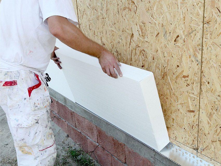 Финишная планка служит опорой для нижнего ряда плит утеплителя