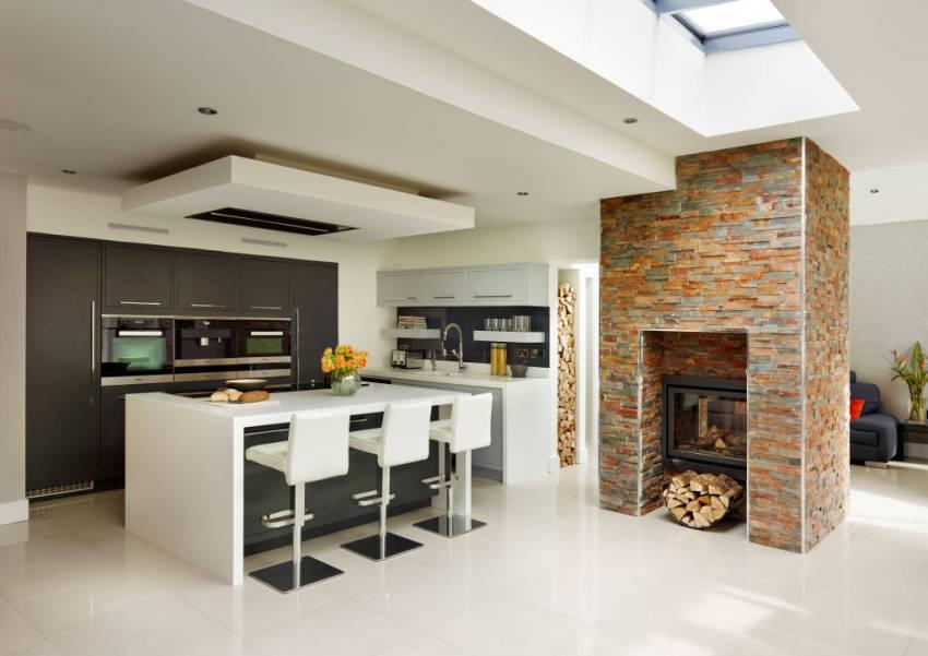 Многоуровневая подвесная конструкция из гипсокартона на кухонном потолке