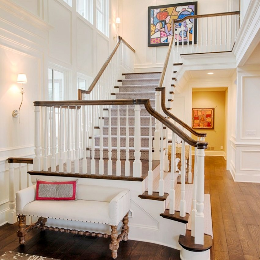 Г-образная маршевая поворотная лестница с площадкой