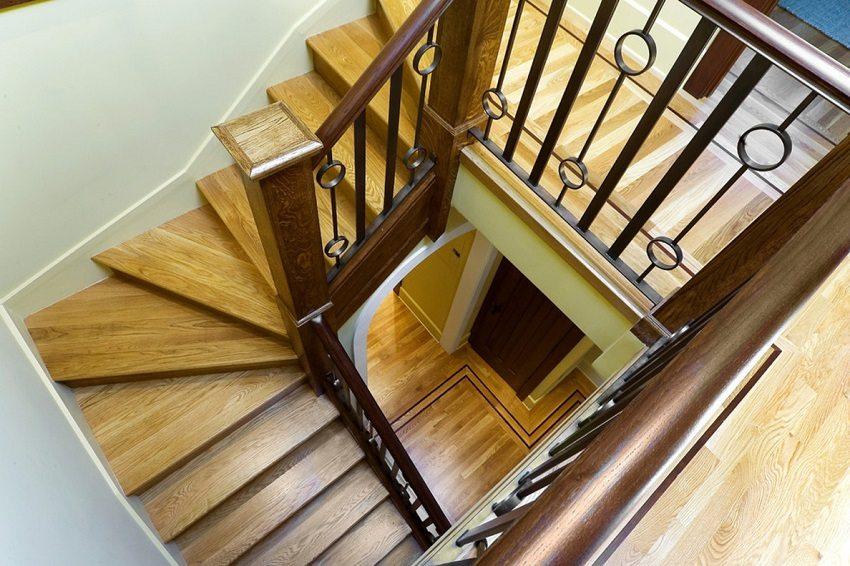Маршевые поворотные лестницы удобны для передвижения и надежны в эксплуатации