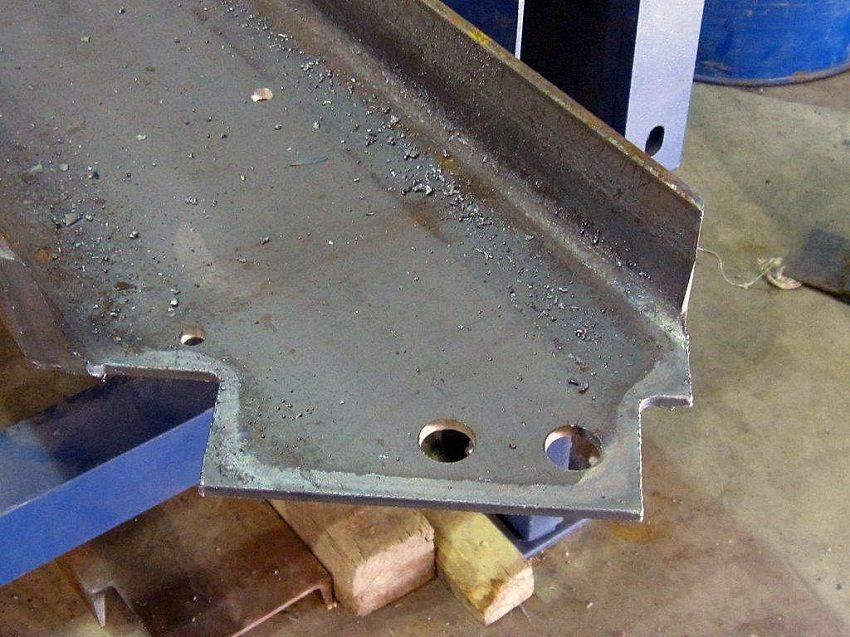 Самостоятельное изготовление лестницы на металлическом каркасе возможно, если конструкция проста и имеются навыки работы со сварочным аппаратом и металлом