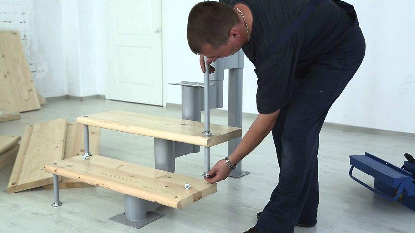 Монтаж модульной лестницы заводского изготовления легко осуществить самостоятельно