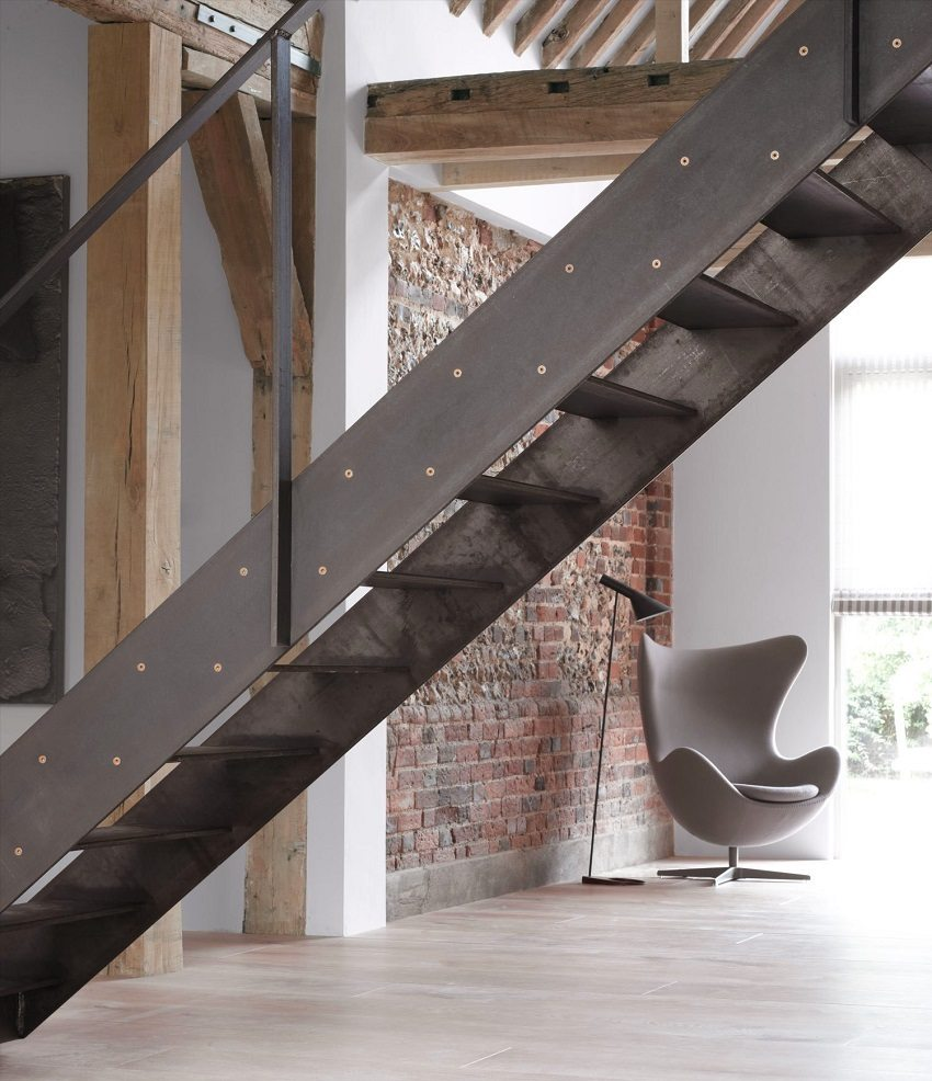 "Металлическая лестница в стиле ""минимализм"""