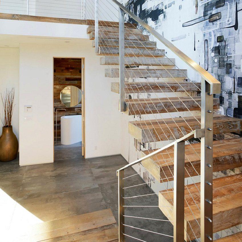 Воздушная лестница на больцах надежна в эксплуатации
