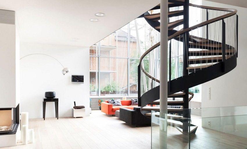 Винтовая лестница не занимает много пространства