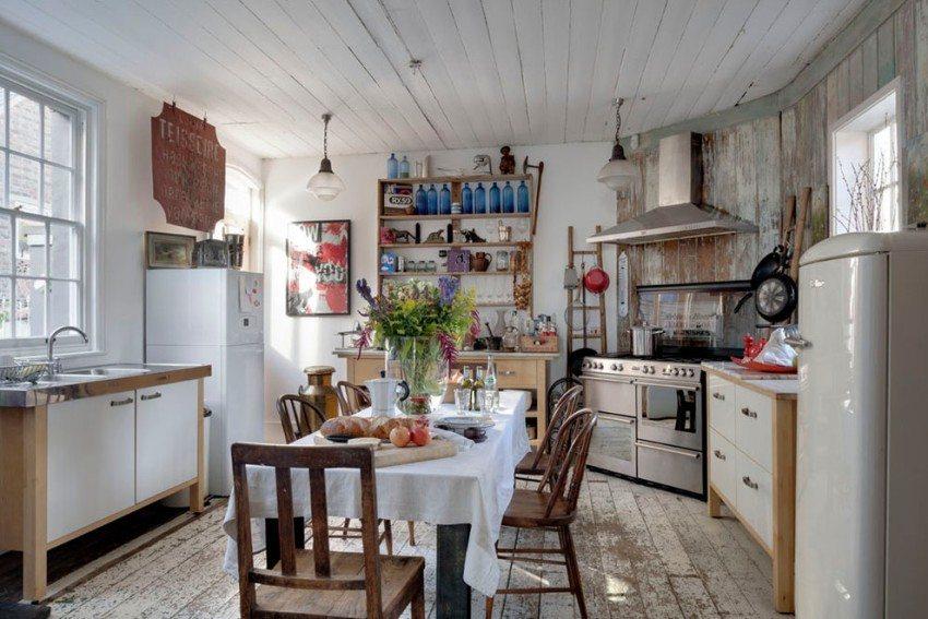 Летнюю кухню закрытого типа можно использовать и в холодное время года