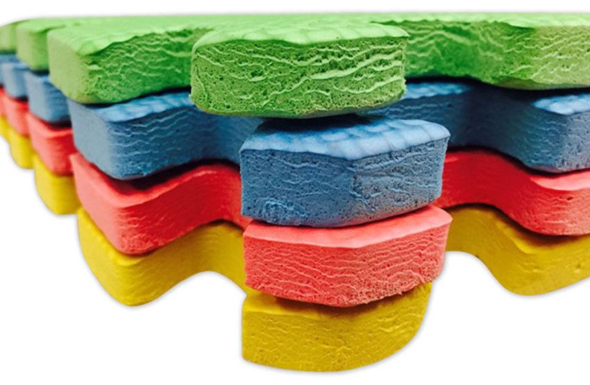 Распространенный размер плиток мягкого пола - 30х30 см с толщиной 9, 10 или 12 см