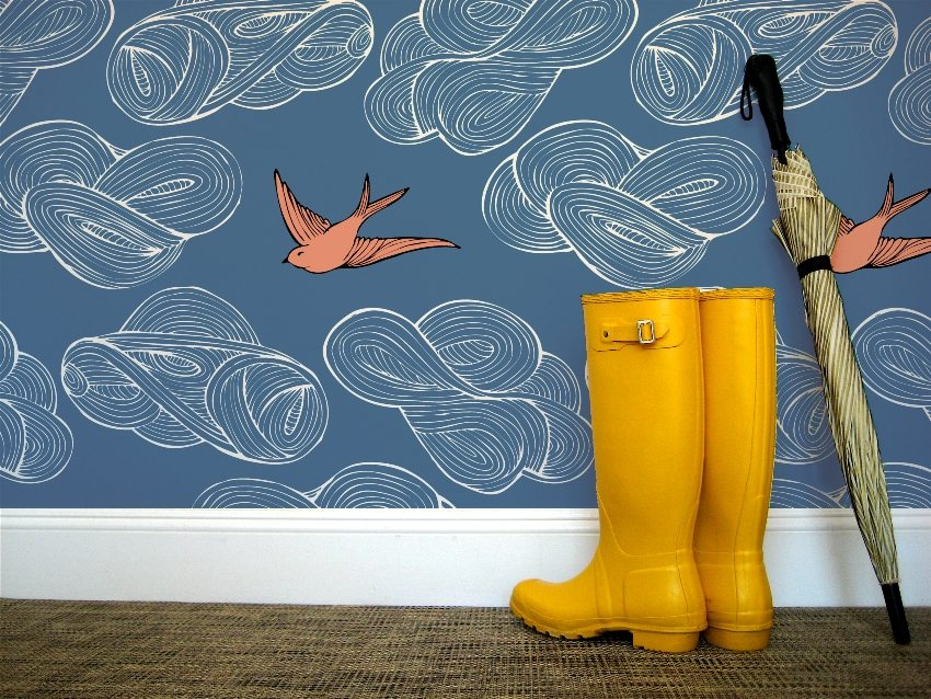 For the hallway is better to choose a moisture-resistant washable wallpaper