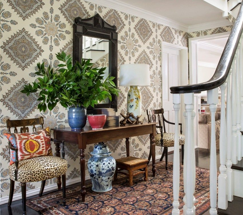 Wallpapers with large ornaments in the decoration of the walls of the hallway