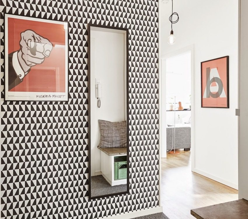 Original black-and-white wallpaper in the decoration of the corridor