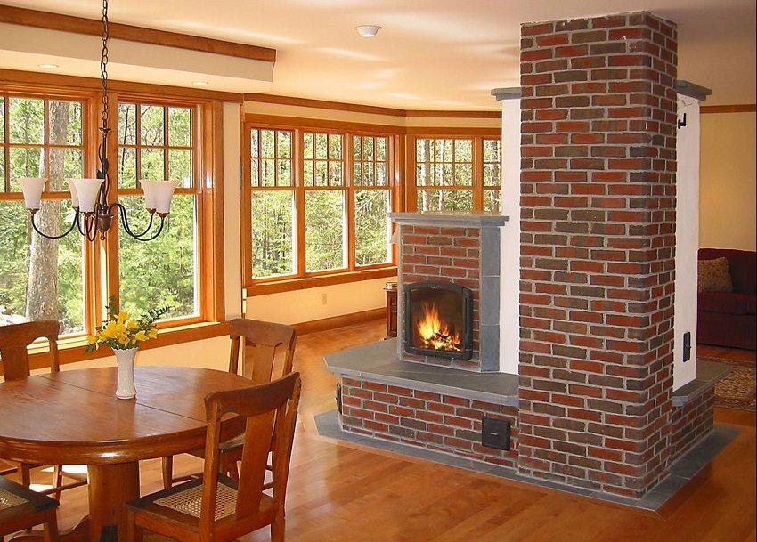 Об установке современной кирпичной печи лучше подумать еще на стадии проектирования дома, так как она предполагает обустройство дымохода и воздуховодов