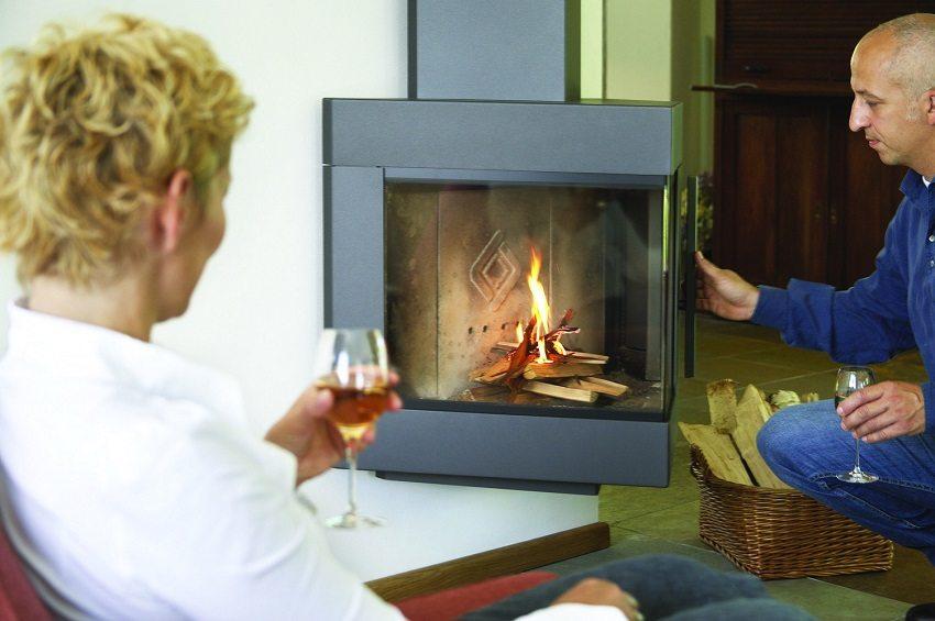 Камин создает особую атмосферу в доме и задает стиль интерьера