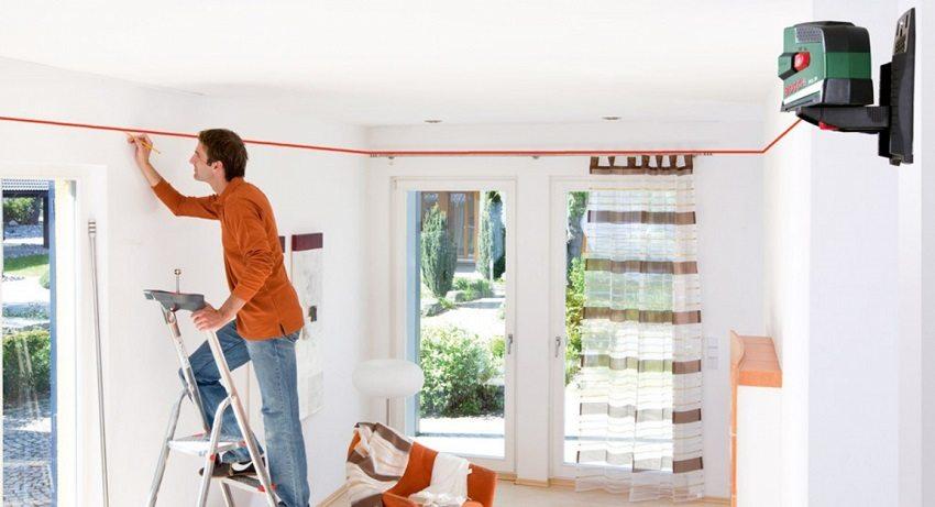 Лазерный уровень очень удобно использовать при разметке высоты потолка
