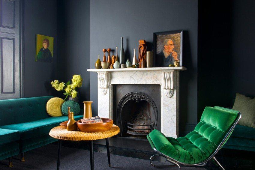 Стены гостиной окрашены в стильный антрацитовый цвет