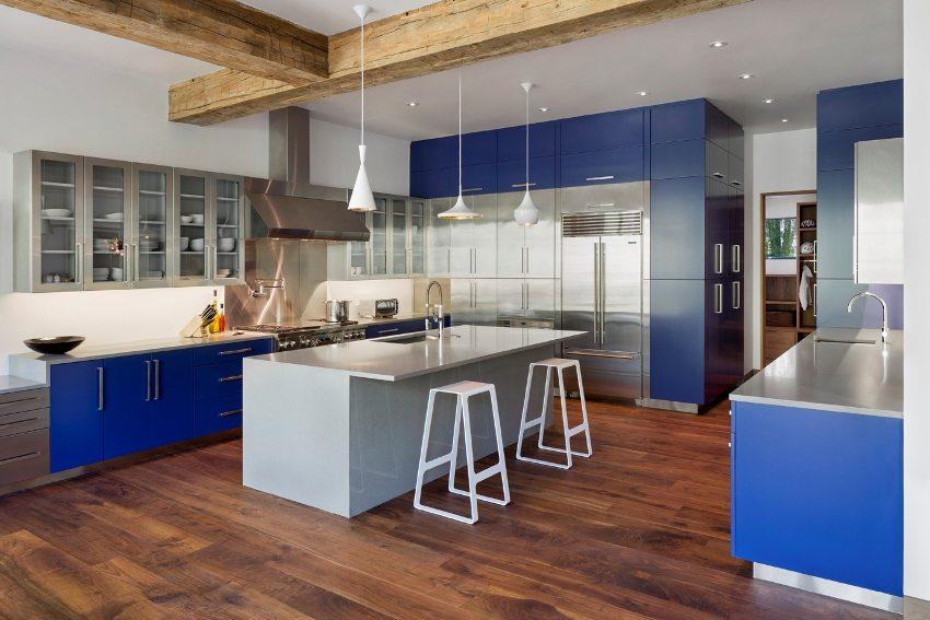 Для обустройства потолка на кухне лучше использовать влагостойкий гипсокартон