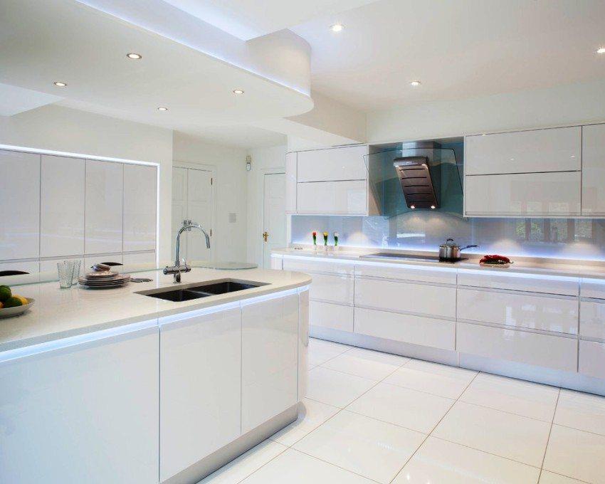 Двухуровневый навесной потолок из гипсокартона уменьшит высоту кухни минимум на 10 см