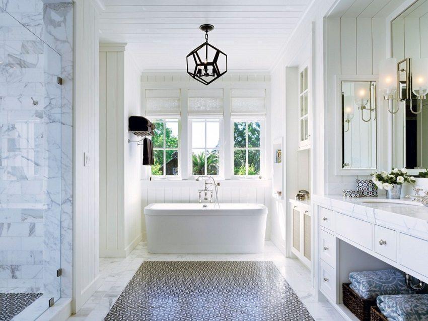 Реечные конструкции идеально подходят для оформления потолка и стен ванной комнаты