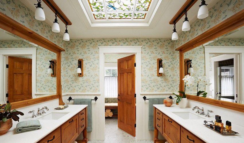 Подвесной потолок с яркой витражной вставкой