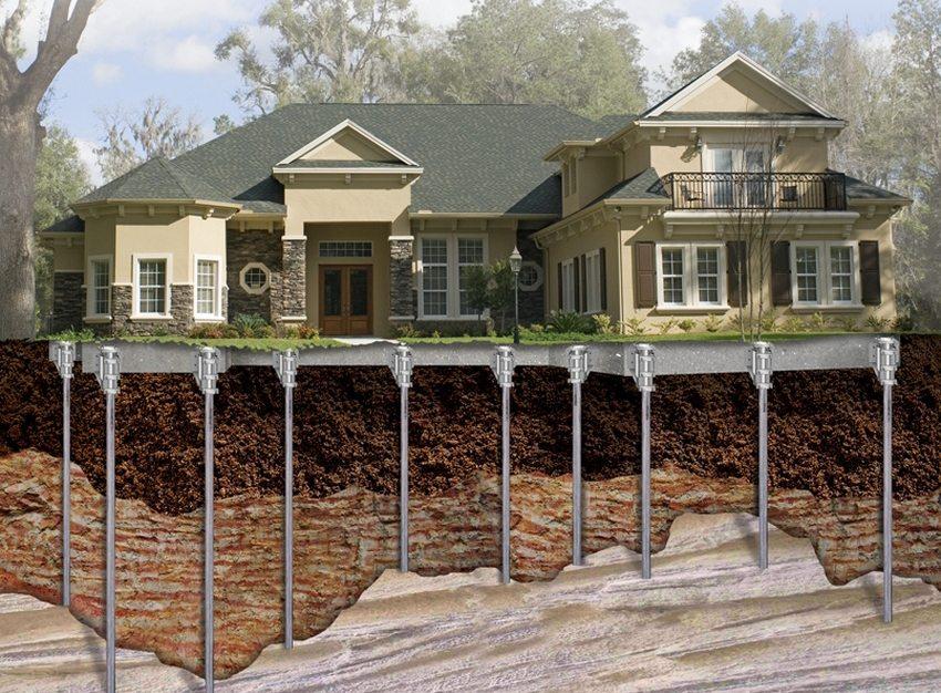 Сваи позволяют равномерно распределить вес строения на участках плотного грунта, залегающего на большой глубине