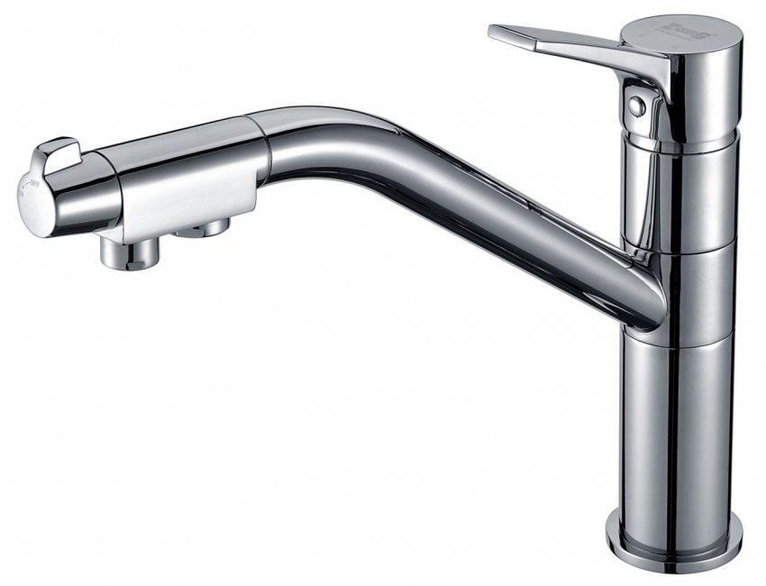 Смеситель для кухни с питьевым краном имеет независимый канал для подачи очищенной воды