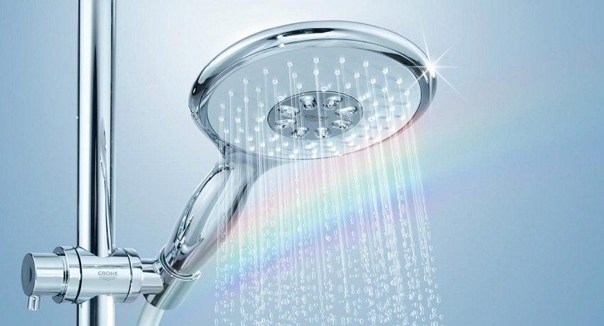 Лейки для душа могут иметь несколько режимов напора воды - от жесткого массажа до мягкого расслабляющего